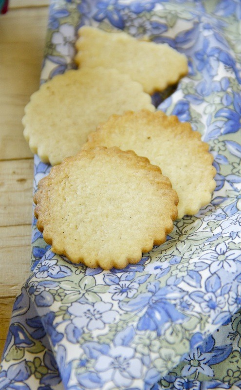 Vanilla Shortbread Cookies - Honest Cooking