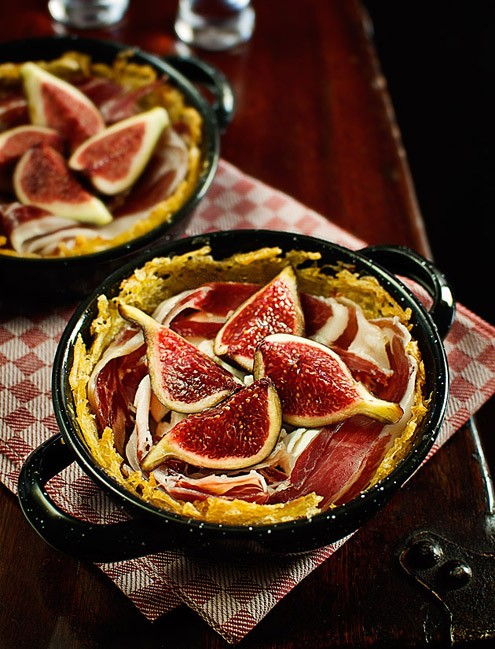 Potato nests with Ibérico ham and figs