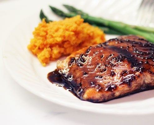 baked salmon with pomegranate balsamic sauce honest cooking. Black Bedroom Furniture Sets. Home Design Ideas