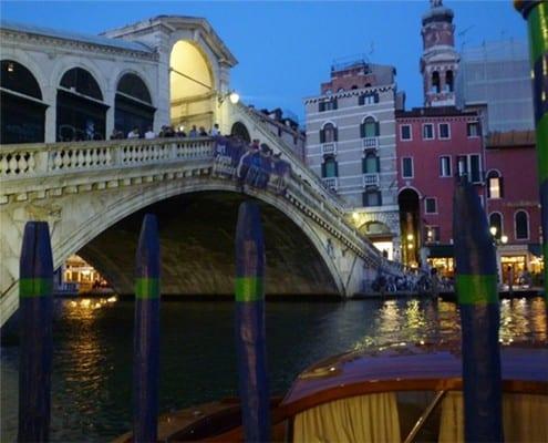 rialto bridge at night culinary bike tours italy italiaoutdoorsfoodandwine