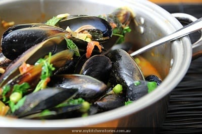 Mussels with Tomatoes, Peas and Leeks – Honest Cooking