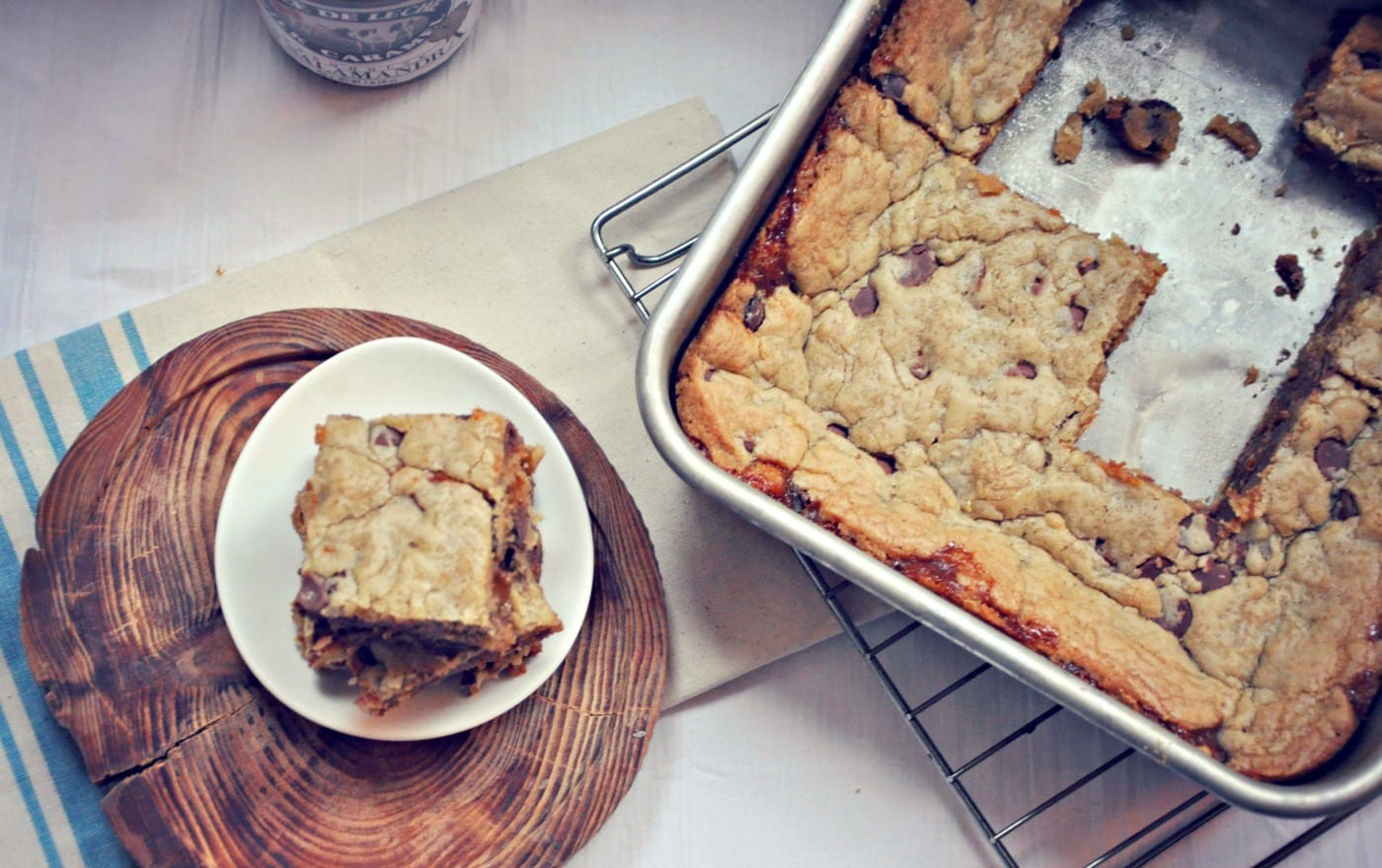 Chocolate Chip Cookie Bars with Salted Dulce De Leche – Honest Cooking