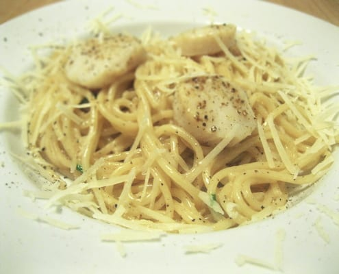 Spaghetti with Scallops and White Wine
