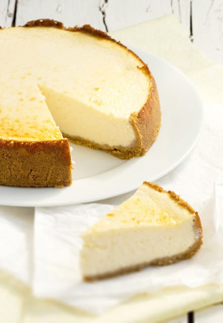 Enjoy an awesome New York cheesecake recipe from Cinta Farnos.