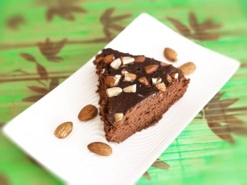 Eggless Instant Chocolate Almond Cake