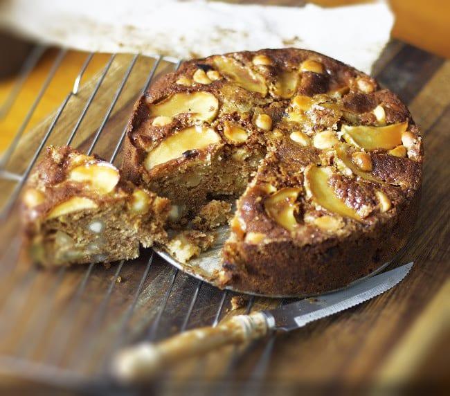 Stir Together Apple and Macadamia Cake