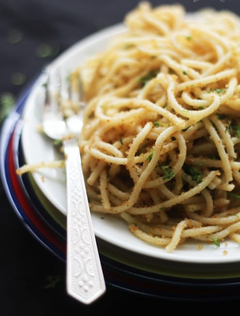 Vegan Spaghetti with Breadcrumbs, Garlic and Olive Oil