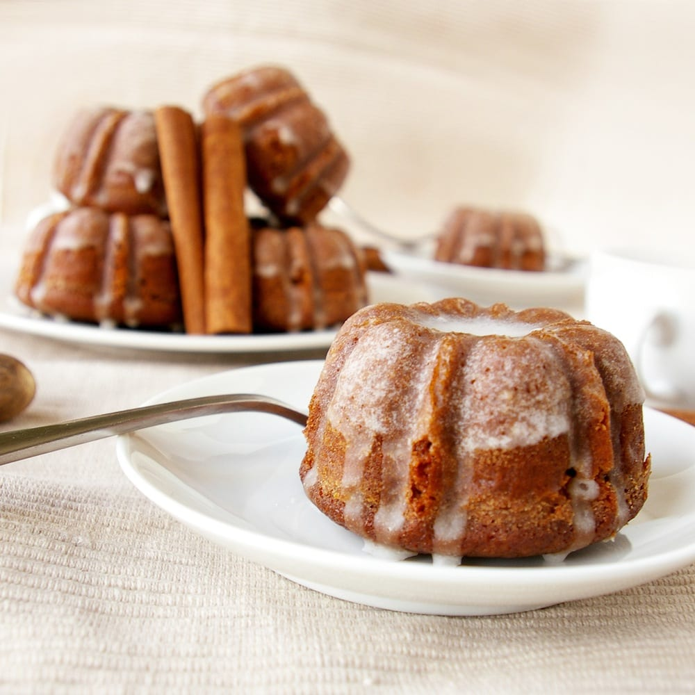 Mini Gingerbread Bundt Cakes with Cinnamon Glaze – Honest Cooking