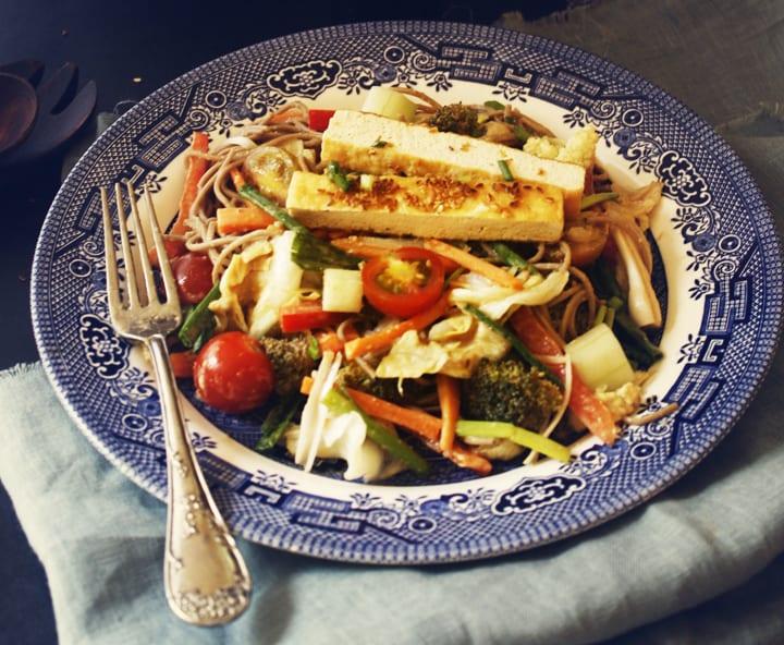 Salad soba noodles peanut sauce