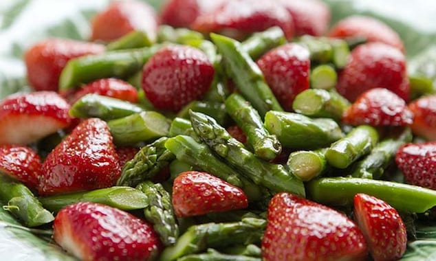 asparagus_strawberry_salad_1