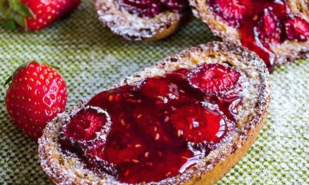 Baked-Strawberry-French-Toast-2