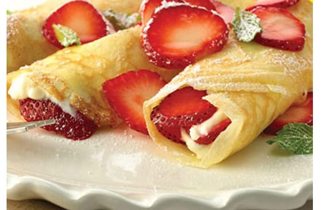 strawberry-cream-cheese-campfire-crepes-xl