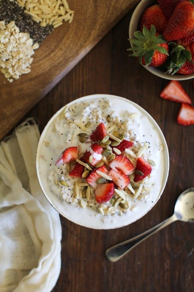 strawberry_oatmeal_breakfast_bowls_1