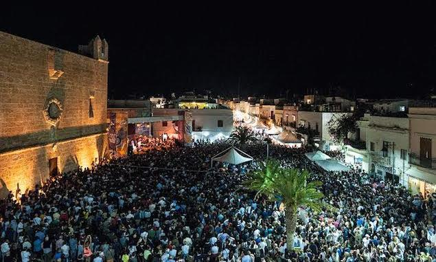 3. SAN VITO LO CAPO- SICILY-MAIN SQUARE DURING COUS COUS FEST. PHOTO ALESSANDRO CASTAGNA