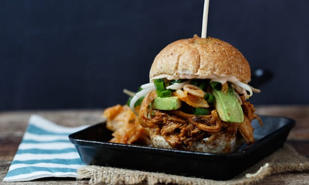 slow-cooker-korean-chicken-sliders-2