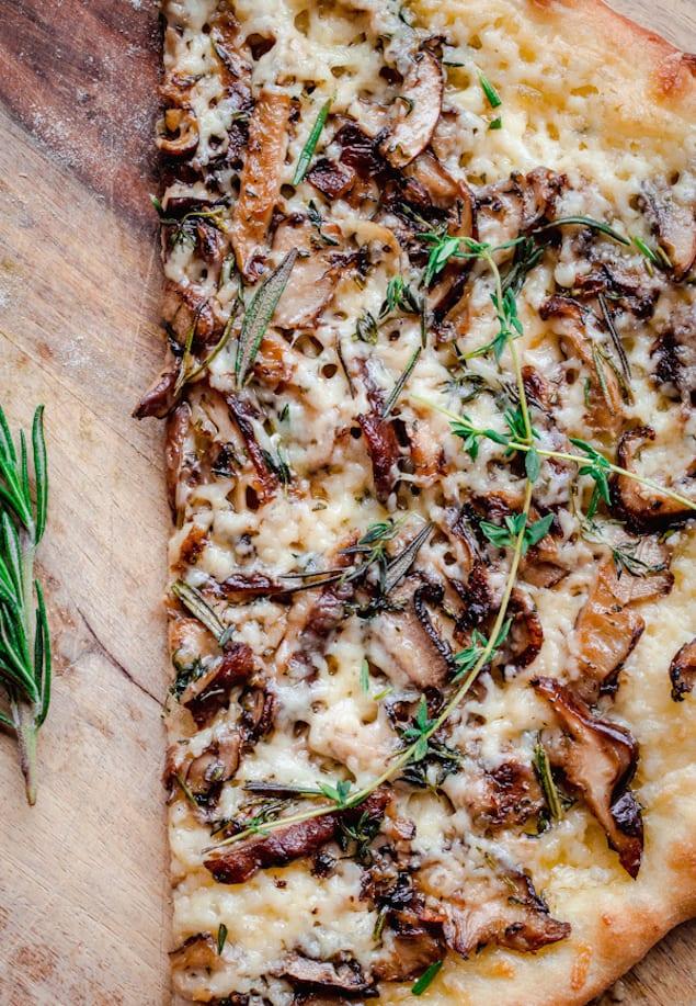 mushroom-pizza-with-havarti-cheese-fresh-herbs-and-truffle-oil-6130