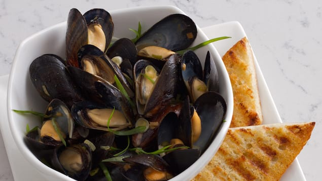 Chef David Chang's Pan Roasted Bouchot Mussels – Honest Cooking