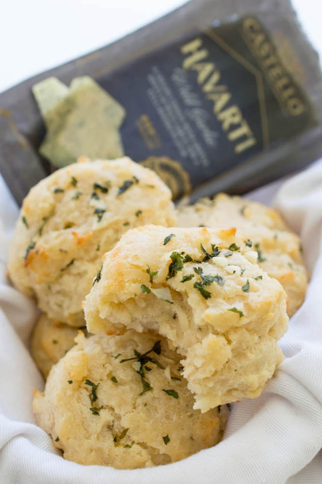 easy-garlic-havarti-cheese-biscuits