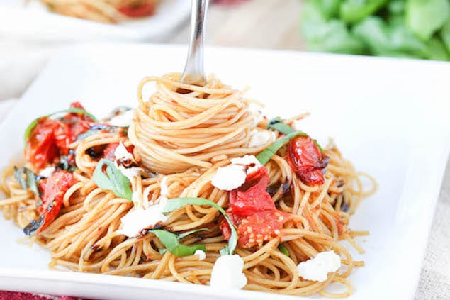 Simple Roasted Tomato Pasta with Basil and Goat Cheese – Honest ...