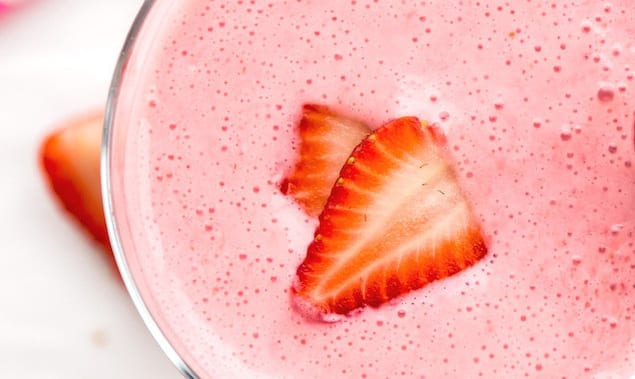 Strawberry-Lassi-With-Cardamom
