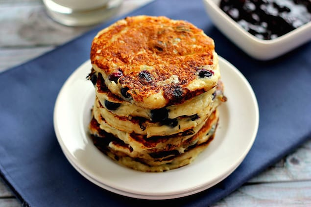 blueberry-greek-yogurt-pancakes1