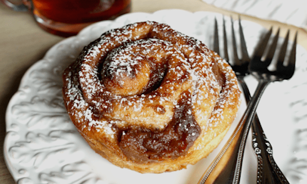 Chai Spiced Cinnamon Rolls with Pears – Honest Cooking