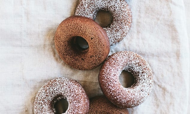 chocolate-amaretto-baked-donuts-2