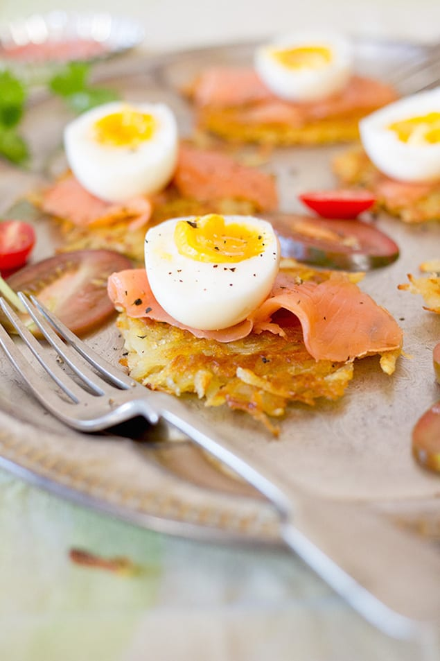 Rösti Topped with Eggs and Smoked Salmon – Honest Cooking