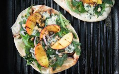 Grilled-Flatbread-with-Blue-Cheese-and-Peaches-3