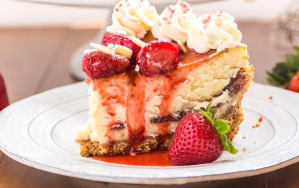 Strawberry-White Chocolate Cheesecake