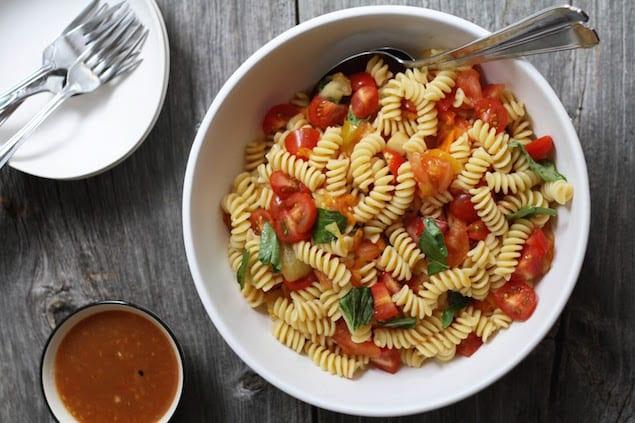 Grilled Summer Tomato Pasta Salad – Honest Cooking