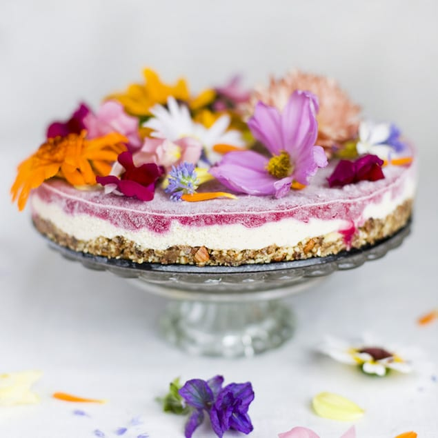 Wedding Cake Flowers Edible: Delicious Ideas For Cooking With Edible Flowers