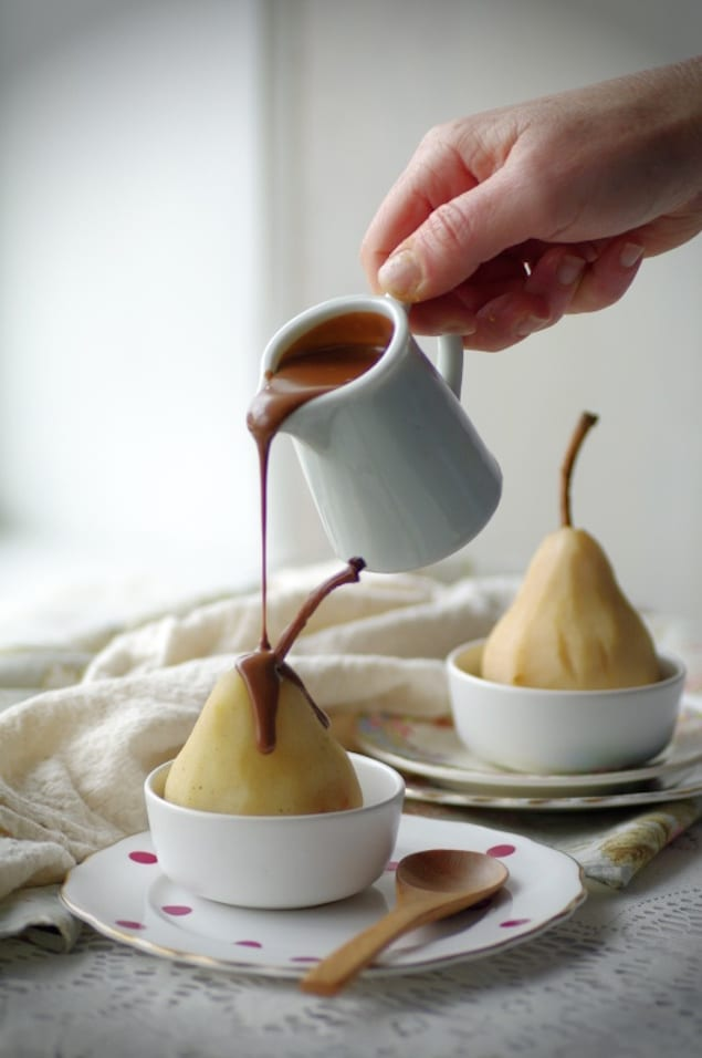poire belle h l ne poached pear with chocolate sauce honest cooking. Black Bedroom Furniture Sets. Home Design Ideas