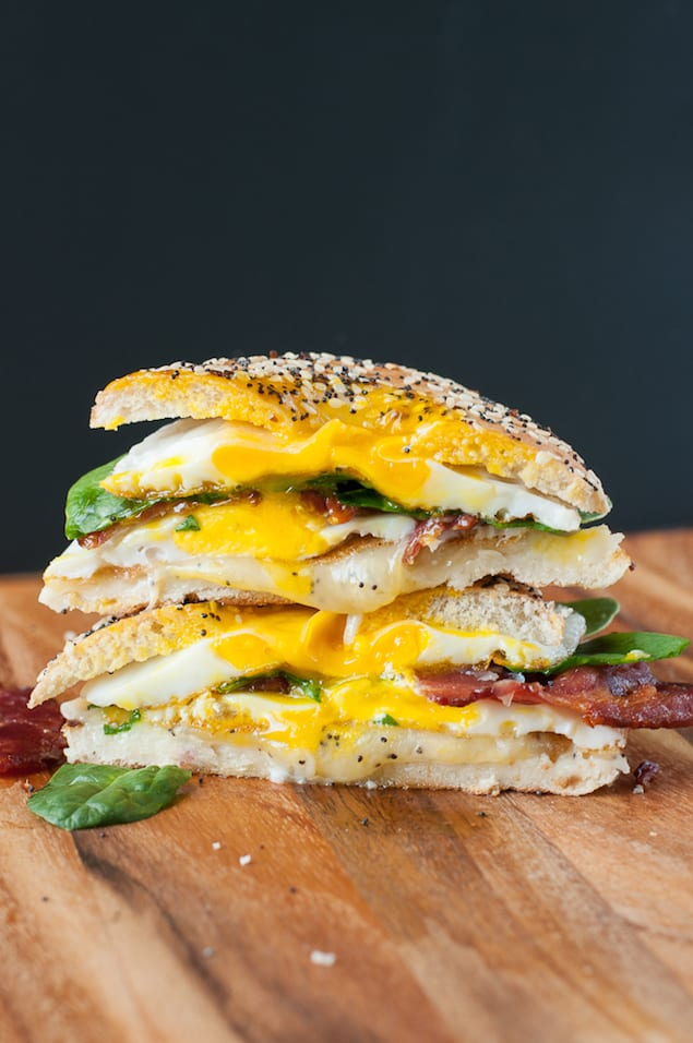 everything-bagel-bacon-breakfast-sandwich-with-spinach-recipe-0351