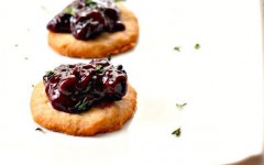 Blue-Cheese-Wafers-with-Blackberry-Compote-1