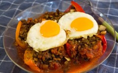 Red peppers with freekeh, topped with fried eggs