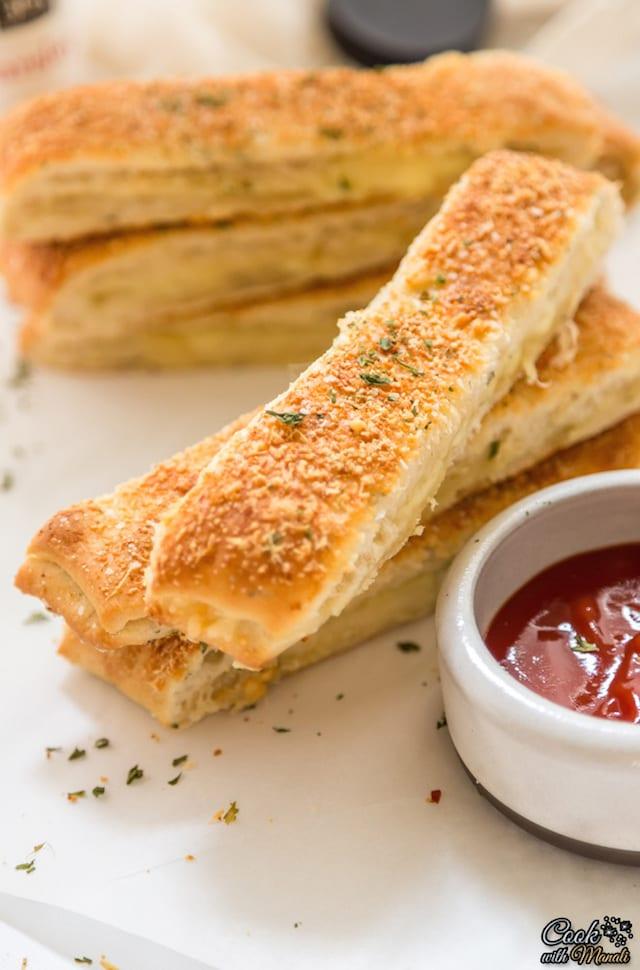 Garlic Cheese Breadsticks – Honest Cooking