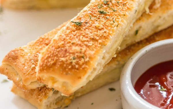 Cheesy-Garlic-Bread-Sticks
