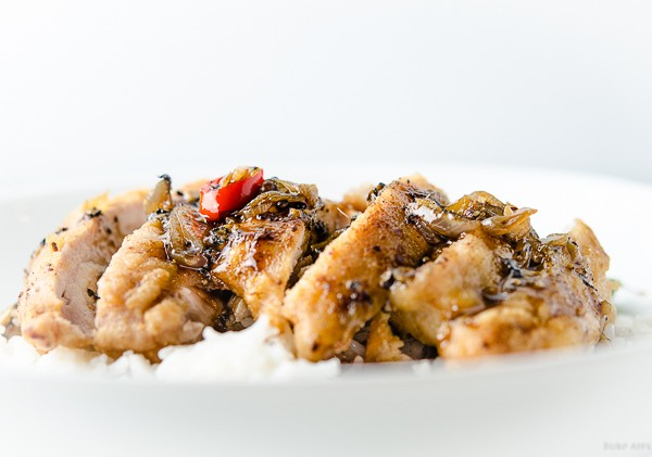 Crispy chicken with black pepper sauce
