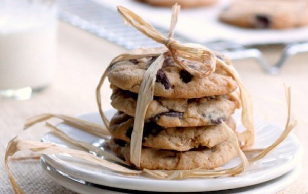 almond-chocolate-chip-cookies-2-635x383