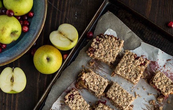cranberry-apple-crumble-bars-10