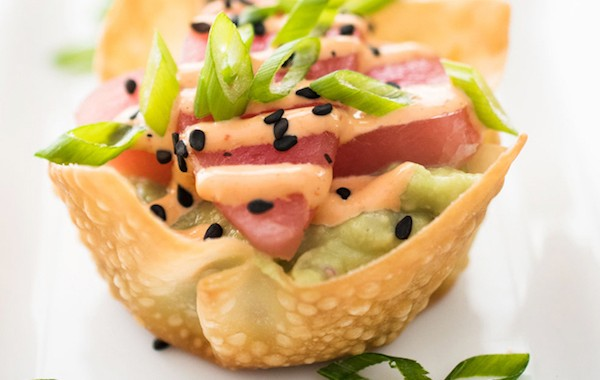 Tuna-Tartare-with-Avocado-and-Sriracha-Aioli-in-a-Baked-Wonton-Cup-3c