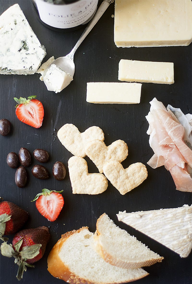 Flatbread Crackers for a Perfect Cheese Board