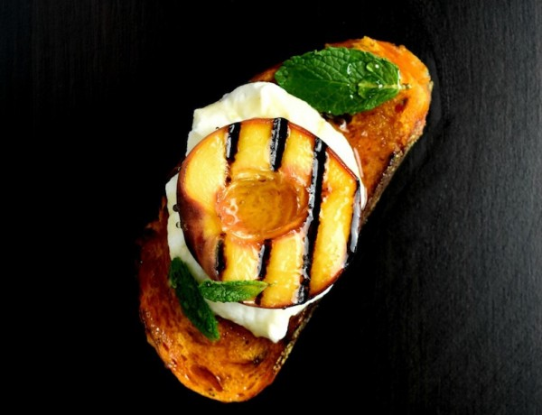 Grilled-Peaches-and-Ricotta-on-a-Spicy-Toast-WM