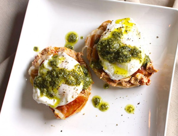 Mediterranean-poached-egg-on-toast