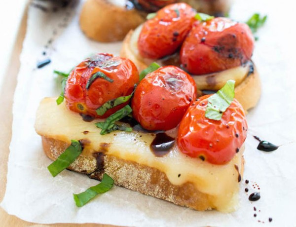 Crostini-with-Blistered-tomatoes-and-Mozzarella