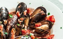 Healthy-Mussels-with-Garlic-and-Tomatoes-1