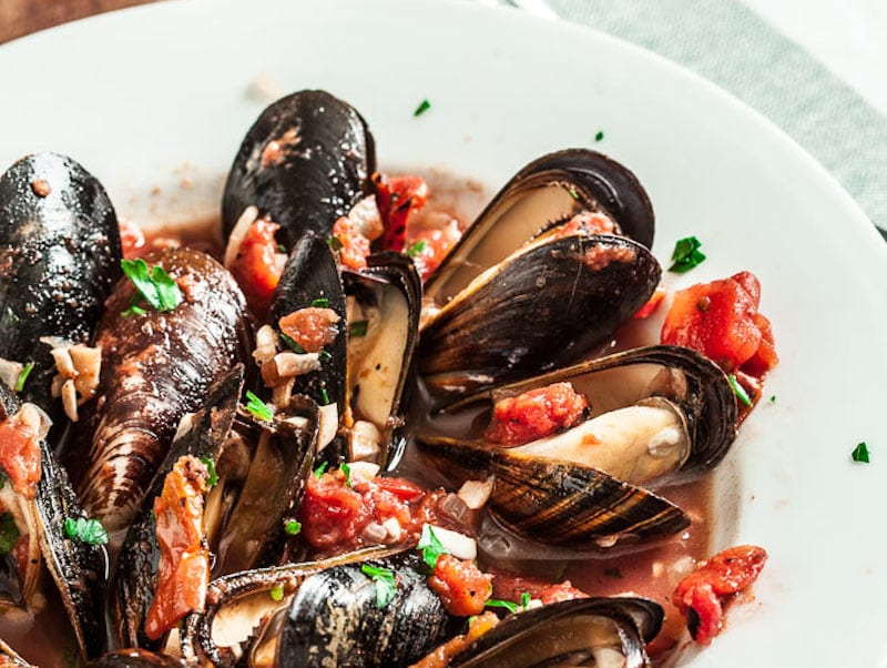 Garlic and Tomato Mussels – Honest Cooking