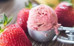 strawberry-balsamic-ice-cream-5
