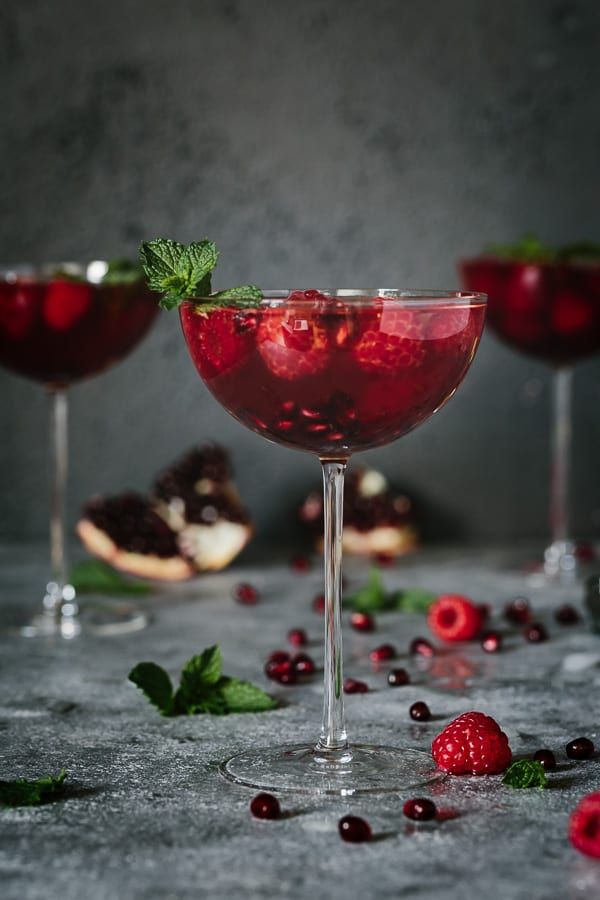 Pomegranate and raspberry ros cocktail for Cocktail rose